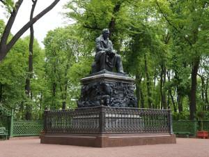 Летний сад. Памятник А. И. Крылову.