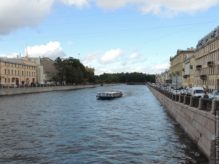Прогулочный теплоход в Санкт-Петербурге