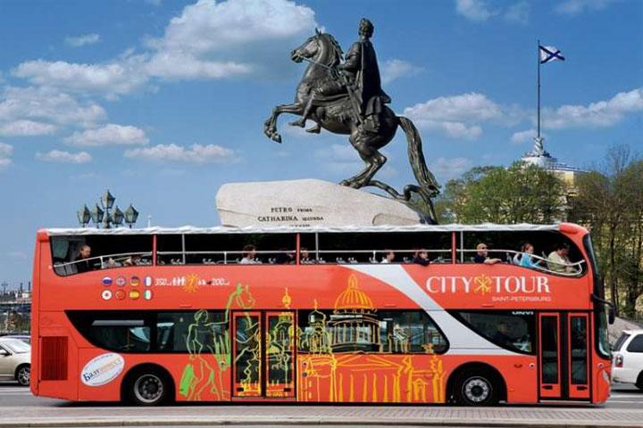 Экскурсии на автобусе - самый популярный вид туристического досуга в Санкт-Петербурге