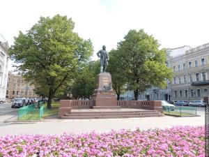 Памятник М. И. Глинке