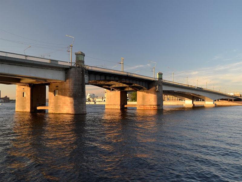 во сколько разводится мост александра невского светлый